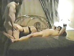 Домашний секс втроём с соседом, которого немецкая пара пригласила в спальню