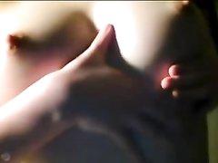 Молодой и красивой японке нравится кончать от мастурбации с секс игрушками на вебкамеру