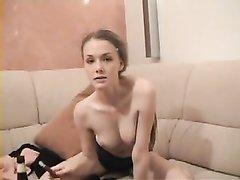 Специально для любительского порно молодая красотка дрочит узкую киску в разных позах, чтобы было интереснее