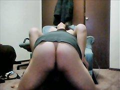 Домашнее порно с БДСМ, остроумный чувак связал жену на кресле и сделал куни перед проникновением