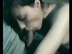 Прекрасный любительский минет от брюнетки был записан на видео для истории с её согласия