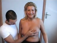 Шикарное немецкое порно с фигуристой зрелой блондинкой, соблазнившей молодого коллегу