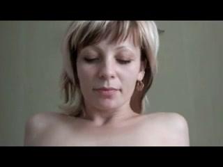 Англичанка любит трахаться в зрелую попу и безумно балдеет от анального секса с опытным кавалером