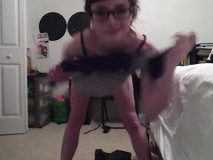 Красотка сняла горячее видео с домашним стриптизом, молодуха смогла круто станцевать голой
