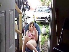 Американка сидит во дворе и секс игрушкой жарит свою горячую щель, она извивается от возбуждения и собирается кончить