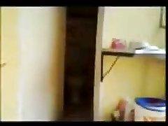 Азиатка с красивыми сиськами принимает душ, настроив камеру для домашнего видео, чтобы показать потом знакомому