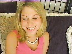 На порно кастинге блондинка показала ухоженные дырочки и приступила к пробному минету, стараясь удивить продюсера