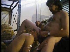 Французское порно любительского уровня с похотливой особой, которая строила из себя недотрогу перед незнакомцем