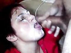Любительский оральный секс от домохозяйки, партнёр кончил ей в рот и на лицо