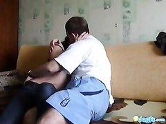 Русское домашнее порно снято на любительскую камеру, всё предельно естественно и натурально