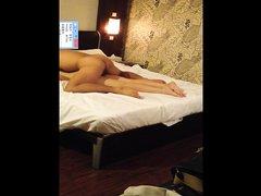 Азиатское любительское порно снято скрытой камерой, корейская пара в постели показывает неплохое мастерство