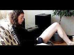 Устав жить без секса молодая жена начала дрочить киску сразу после ухода мужа, скрытая камера сняла видео без её ведома