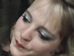 У зрелой жены возник план мести мужу гуляке, она предложила коллеге снять видео, на котором чувак кончает ей в рот