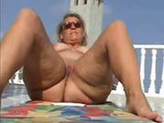 На отдыхе зрелой толстухе из Чехии попался молодой ловелас и она была рада сексу под открытым небом