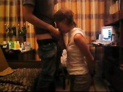 Русское домашнее порно с лёгким БДСМ, зрелая дама со связанными руками делает минет