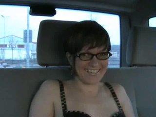 Любительский анальный секс с очкастой немкой в просторном салоне автомобиля