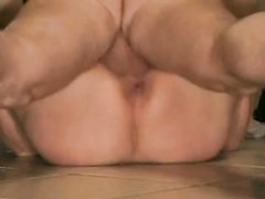 Упитанной и зрелой канадке попался резвый любовник и она насладилась качественным сексом лёжа на спине и раздвинув ноги