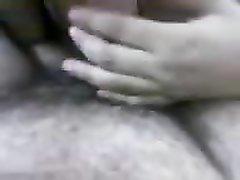 Арабское видео с домашним минетом от восточной брюнетки, которая делает минет неторопливо, чтобы угодить партнёру