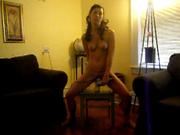 Худенькая студентка используя секс игрушки и стул радует свои отверстия двойным проникновением