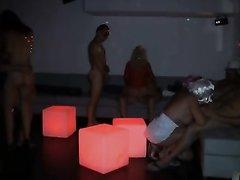 Французский групповой секс свингеров проходил в формате маскарада с масками