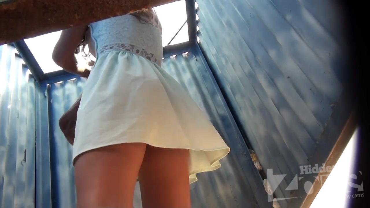 секс в пляжной раздевалке скрытая камера