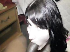 Французская модель на порно свидании отсасывает огромный член негра, она играет на его шоколадном кларнете