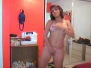 Очкастая испанка разделась на вебкамеру и бесплатно показывает свои прелести любителям красивого женского тела