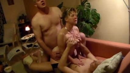 зрелую домашнее втроем порно