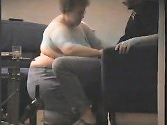 Огромная и зрелая толстуха с очень жирным телом без ведома любовника записала домашний секс на скрытую камеру
