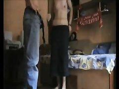 Парень на любительскую скрытую камеру занимается сексом со знакомой брюнеткой, которая взяла в рот и отдалась в киску