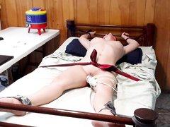 Домашнее видео с БДСМ от супружеской пары, жена связана и с кляпом во рту балдеет от включённого вибратора