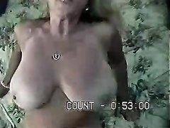 Домашний секс с прекрасной зрелой жительницей Лондона, грудастая блондинка подставила волосатую киску
