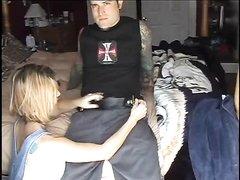 Татуированный любовник занялся домашним сексом на вебкамеру со зрелой соседкой и трахает киску с пирсингом