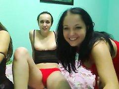 Лесбийское онлайн шоу на вебкамеру представлено тремя молодыми подругами, их упругие тела заводят всех зрителей