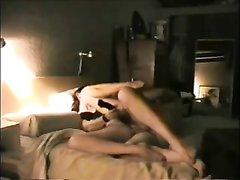 Вечерний секс молодой пары способствует хорошему сну, поэтому они трахаются каждый день