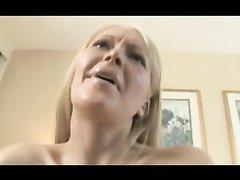 Анальное порно с русской блондинкой, она любительница трахаться в попу с парнями, у которых большой член