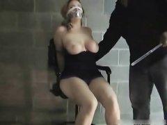 Любительский БДСМ, мужик связал подругу и вибратором её возбудил для секса, чтобы поставить в наклон и вставить