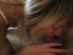 Русская блондинка в нижнем белье сосёт мужу член, а он на камеру записывает домашнее порно с любимой женой