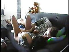Домашний секс латинской пары оказался снятым на скрытую камеру, это супружеская измена со стороны жены