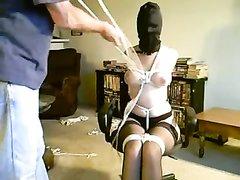 Домашнее видео с лёгким БДСМ и связыванием от супружеской пары в масках