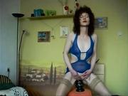 Худая парижская домохозяйка включила вебкамеру, чтобы попрыгать на секс игрушке в прямом эфире