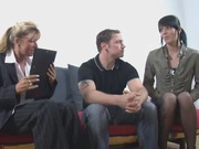 Немецкое любительское порно втроём с двумя зрелыми бизнес леди, соблазнившими делового партнёра