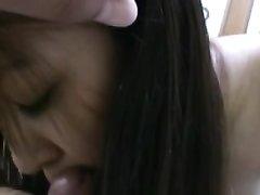 Тайская брюнетка в в видео от первого лица сосёт член и садится волосатой киской на твёрдый ствол
