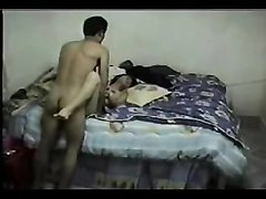Зрелой азиатке нравится трахаться с молодым любовником на скрытую камеру, она коллекционирует горячее видео