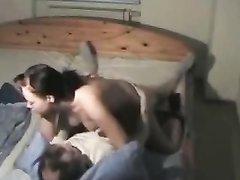Мужик трахает на скрытую камеру жену своего соседа, который не радует супругу домашним сексом