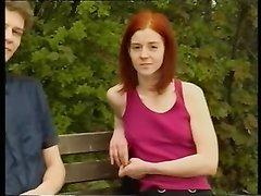 Немецкое ретро порно с кудрявым чуваком и его рыжей подругой, а также супружеской парой, где жене кончают на киску