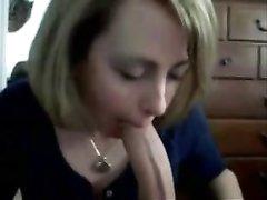 Грациозная француженка выполнила любительский минет для видео, показав реальное мастерство по сосанию члена
