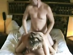 Французская зрелая пара не в первый раз балдеет от домашнего секса втроём, сосед всегда рад пристроиться сзади