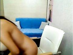 Венгерка с большими обвисшими сиськами играет в любительском порно с киской