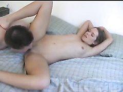 Скромная брюнетка и её друг обожают оральные ласки в ходе страстного секса